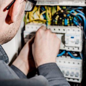 Comment trouver un bon artisan électricien?