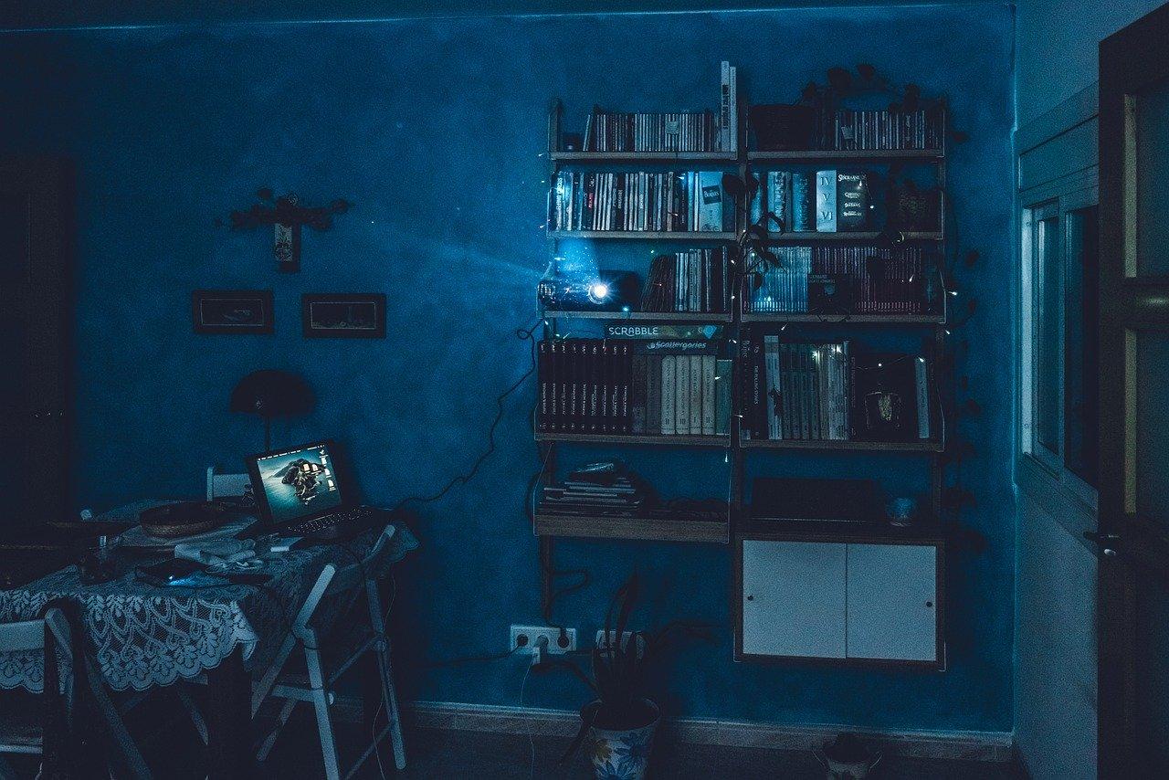 Comment installer un vidéo projecteur chez soi.